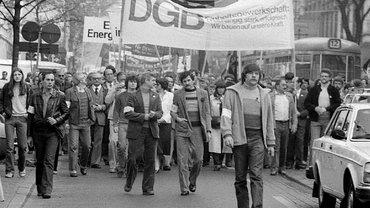historisches Foto: Demonstrationszug von vorne, 1.Mai 1980 in Frankfurt